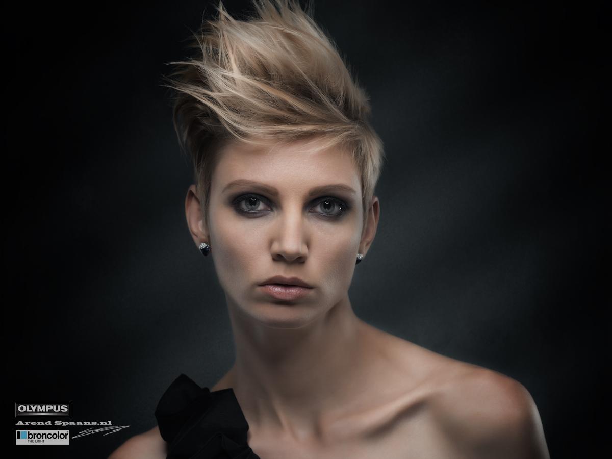 Model: Inge Vellema Visagie: Priscilla Wiemans Haar: Antoinette Waaijerink