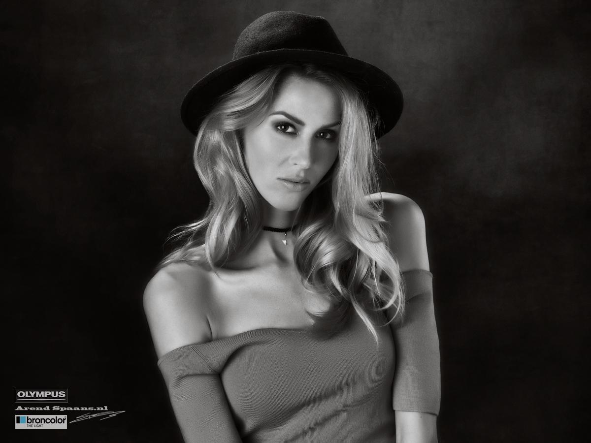 Model: Kelly Post Visagie: Anne Loos